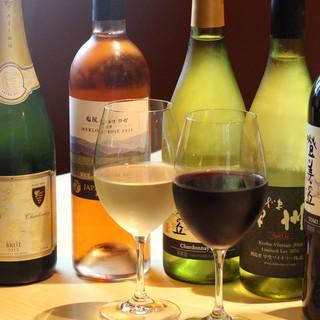 ソムリエが厳選したワイン多数!季節ものの日本酒もおすすめ◎