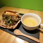 カフェ ペコ - ワッフルサンド(サラダチキン・ベーコンチーズ・たまごからお選びください)