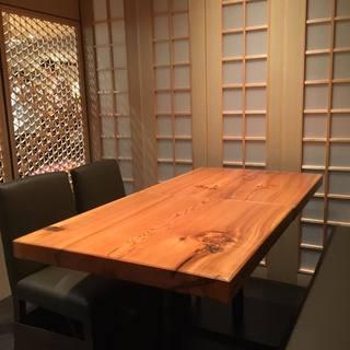 ◆居心地の良い、木のぬくもりが溢れる店内◆半個室もございます