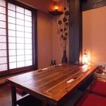 飲み喰い道楽 男魚魚 - 最大7名収容のテーブル。席をつなげ14名様収容大テーブルにもなります。