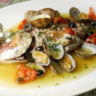 鮮度抜群◎築地より直送される鮮魚でつくる魚料理をぜひ。
