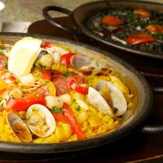魚・肉・季節もの…豊富な6種類!ご注文後に炊き上げるパエリア