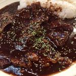 カウボーイカレー - カッパカレー@1190円    牛スジ肉がゴロゴロで美味かった♪ 卓上の香りスパイスを使うとさらにグー✊