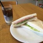 シエナ - ベトナムコーヒーとサンドウィッチ