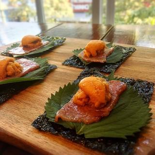 こだわりのお肉とウニを同時に味わえる贅沢な一品