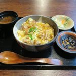 町の焼き鳥レストラン トリ太鼓 - 親子丼定食(810円)