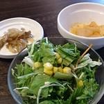 73851353 - サラダと大根煮とザーサイ