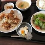 アオヤマ - ランチ(油淋鶏定食)