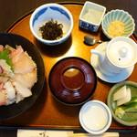 伊勢海老 海鮮蒸し料理 華月 - 地魚海鮮丼@1,660