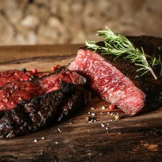 薪火のグリラーで焼き上げた香ばしいお肉