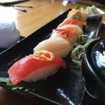 日本茶甘味処あずき - にぎり鮨(角度を変え)