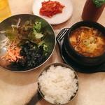赤坂韓国料理・焼肉 兄夫食堂 - 牛肉味噌チゲ+ミニビビンバ ランチイベント @1,580円→@790円 メインの牛肉味噌チゲ・ミニビビンバ。キムチは食べ放題。