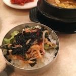 赤坂韓国料理・焼肉 兄夫食堂 - 牛肉味噌チゲと白米も合うので、ごはんは全部ビビンバにはせず少しずついただきました。