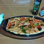 リスボンエイト - 料理写真:鉄板の「ナポリタン(大盛)」