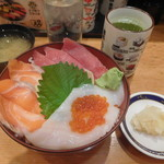 日向丸 - 三色丼¥800-