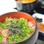 那智ねぼけ堂 - 南紀串本活け〆本まぐろのトロだけをたたいて作る混ぜ物なしの生のねぎとろを味わって見てください。1日10食限定です。