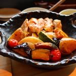 73870095 - 鎌倉・湘南の野菜と薩摩香潤鶏オーブン焼きアップ