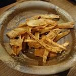 徳田酒店 - ごぼうチップス