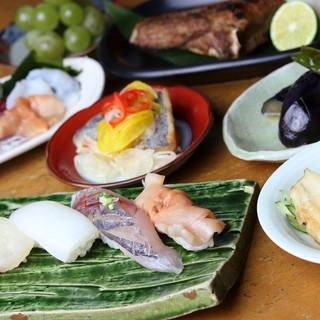 鮨屋が送るコースメニューは、鮮魚の料理が充実◎