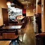 中華食堂 月ノ光 - 暖かみのある木目の店内、落ち着きます。