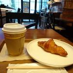 フレッシュネスバーガー - ミニクロワッサンとコーヒー