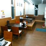 博多中洲屋台 鈴木ラーメン店 - 店内の様子。