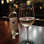 BAR 九献 - [ドリンク] 白ワイン Three Thieves (品種 Pinot Grigio) グラス ①