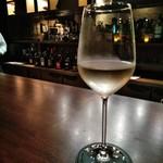 BAR 九献 - [ドリンク] 白ワイン Three Thieves (品種 Pinot Grigio) グラス ③