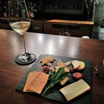 BAR 九献 - [料理] 白 グラスワイン & チーズ 盛り合わせ