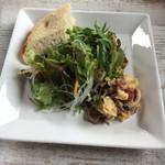 Creativo Cafe Italiano unotto - フォカッチャ・サラダ・お惣菜はワンプレートで。