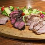 肉バル 炭焼きMEAT - 牛豚鶏の炭焼き3種盛り