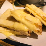 シャングリーラ - チーズナン