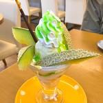 果実の星野屋 - 料理写真:メロンパフェ・ぷち(550円)