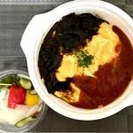 73893826 - トマトハヤシオムライス セット(ピクルス、スープ付き)1000円