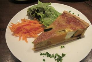 トライシクルカフェ 本店 - ほくほくカボチャとクリームチーズのキッシュ  by  冬の花火