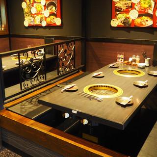 【テーブル席・堀ごたつ席】くつろげる店内でお肉を堪能!