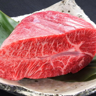 肉質にこだわって厳選した「京都牛・丹波牛」。数量限定部位も!