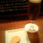 トラットリア・クラウディア - ビールと、サーモンのブルスケッタ