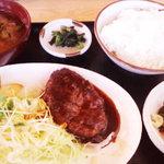 お食事処よろづ - ハンバーグ定食(630円)