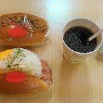 73903237 - 今日の朝食はパン2個とコーヒー