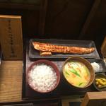 越後屋平次 - サンプル。サーモンハラス定食961円