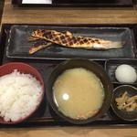 越後屋平次 - サーモンハラス定食961円