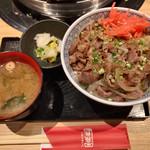 ジンギスカン霧島 - 焼きラム丼・並(500円・29の日お肉1.5倍)