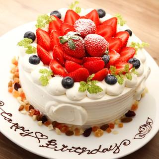 サプライズにぴったり♪パティシエのフォトジェニックなケーキ