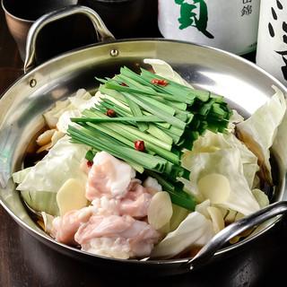 ≪焼鳥&もつ鍋≫本場博多のしょうゆ味もつ鍋は欠かせない!