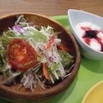 ロム カフェ - スープカレー(サラダ&ヨーグルト)