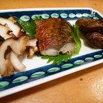 手料理 氣楽 - 燻製(牡蠣、鯖、蛸)盛り合わせは一押し!