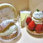 菓子工房 くるみ - 料理写真:ケーゼ クーヘン & シュークリーム & いちごのタルト & 和三盆まろん(2011年4月)