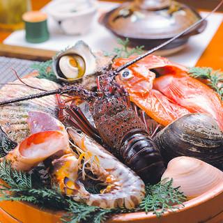 秋には松茸の土瓶蒸し、特大岩牡蠣などの味覚を旨酒とともに。