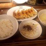 渋谷餃子 - ワンコイン定食(焼き餃子・ご飯半分)